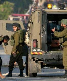 الاحتلال يعتقل 8 شبان في بلدة الطور بالقدس المحتلة