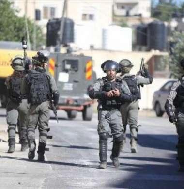 الاحتلال يعتقل شابا من مخيم عقبة جبر جنوب أريحا