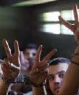 خمسة أسرى يدخلون أعواما جديدة في سجون الاحتلال