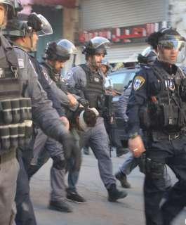 الاحتلال يعتقل 4 فتية شمال غرب القدس