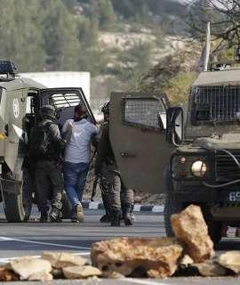 الاحتلال يعتقل شابين خلال تواجدهما في باب العامود بالقدس المحتلة