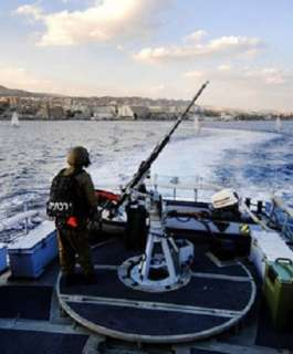 زوارق الاحتلال تهاجم الصيادين في عرض بحر شمال غزة واطلاق نار نحو رعاة الاغنام