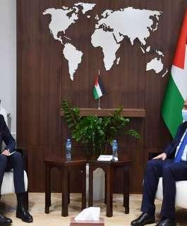 اشتية يبحث مع ممثل ليتوانيا تعزيز التعاون بين البلدين