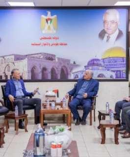 محافظ طوباس والمصري يتفقدان مشروع رصد انتهاكات المستوطنين