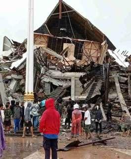 قتلى وجرحى ومفقودون إثر زلزال ضرب إندونيسيا