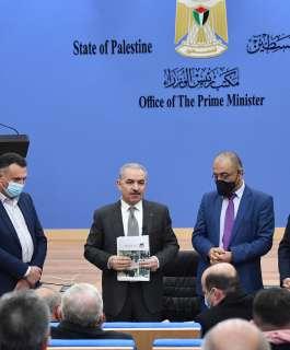 رئيس الوزراء يتسلم التقرير السنوي الثامن للحريات الإعلامية