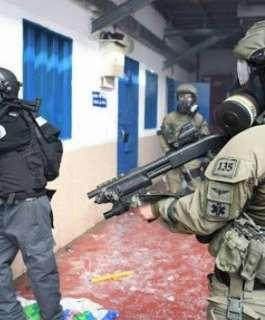 وحدات القمع تقتحم سجن عوفر.. ومشاورات فصائلية للرد