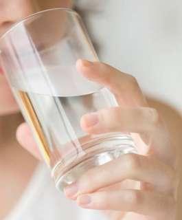 الفوائد الصحية لشرب الماء الساخن صباحاً