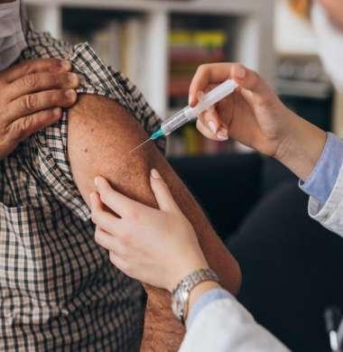 """لقاح """"أسترازينيكا"""": نسبة فعالية 100% لمنع الإصابة بدرجة خطيرة"""