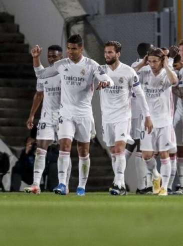 ريال مدريد يحسم الكلاسيكو بالفوز على برشلونة في عقر داره