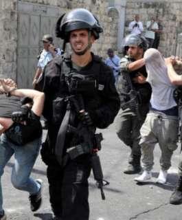 الاحتلال يعتقل عدة مواطنين من القدس والخليل