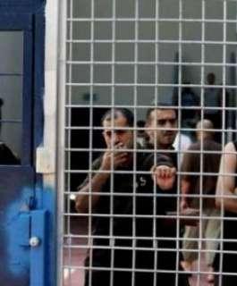 ثلاثة أسرى يدخلون أعواما جديدة من الاعتقال في سجون الاحتلال