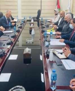 وزير المالية يبحث مع البنك الدولي تعزيز التعاون وإعادة إعمار قطاع غزة وانعاش الاقتصاد