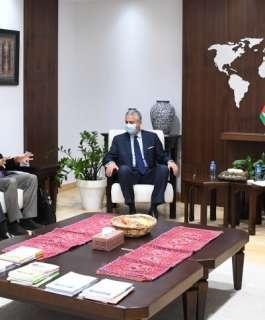 رئيس الوزراء يبحث مع البنك الدولي إعادة اعمار قطاع غزة