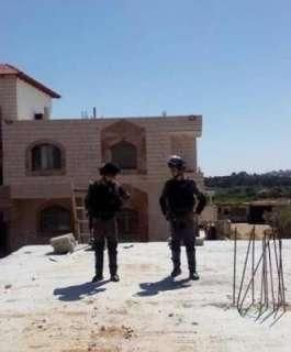 الاحتلال يسلم إخطارات بوقف البناء في بروقين غرب سلفيت