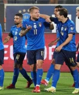 إيطاليا تسحق ليتوانيا وتعزز رقمها القياسي