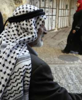 المؤسسة الفلسطينية الأميركية: الكوفية من رموز فلسطين والهجوم عليها مرفوض