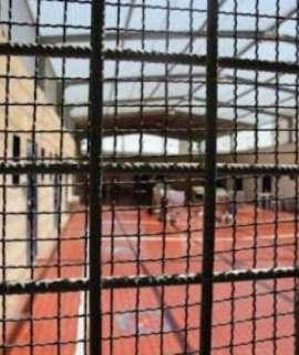 """الأسير شادي أبو عكر المضرب منذ 30 يوما محتجز في ظروف قاسية في """"عوفر"""""""