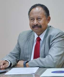 حمدوك يطالب السودانيين بالتمسك بالسلمية والدفاع عن الثورة من مكان إقامته الجبرية