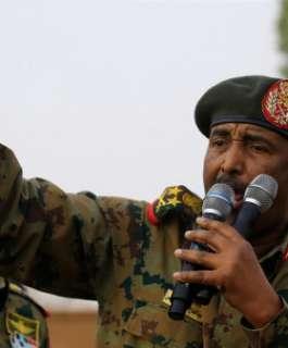 """""""إعلان حالة الطوارئ"""".. البرهان يعلن حل مجلس السيادة الانتقالي ومجلس الوزراء في السودان"""